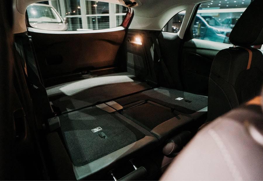 Bagażnik Opel Crossland, położone oparcie kanapy