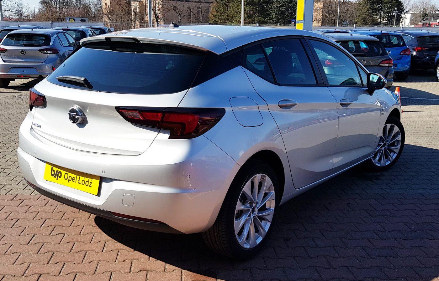 Nowa Astra V hatchback