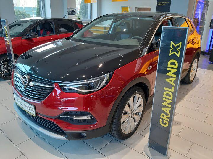 Nowy SUV Opel od ręki w salonie