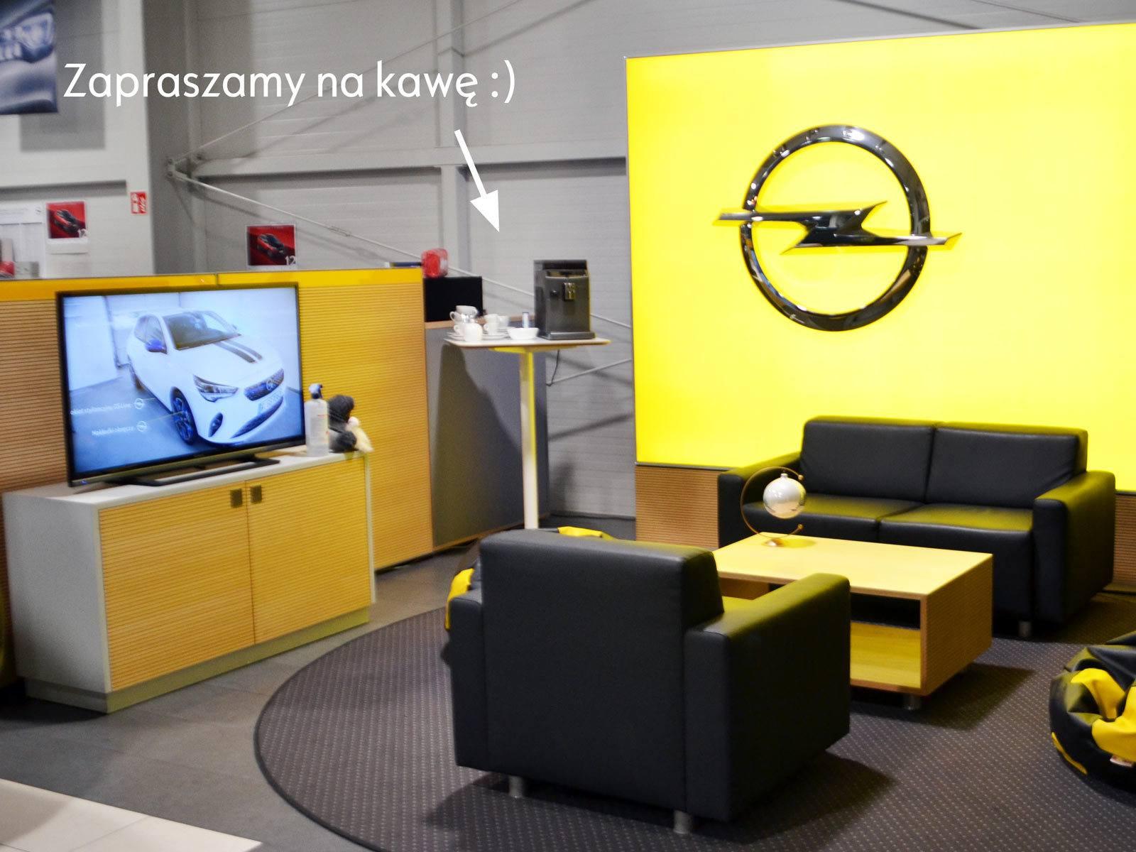 Poczekalnia dealer Opel, ekspres do kawy