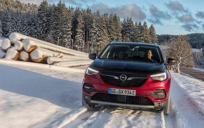Cichobieżny: Opel Grandland X z elektrycznym napędem na wszystkie koła