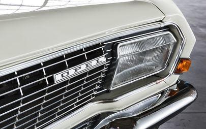 Pojazd uprzywilejowany? Niezupełnie: Opel Grandland X jeździ teraz z niebieskim światłem