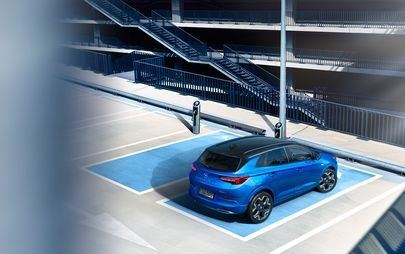 Nowy Opel Grandland z gamą wysoce efektywnych zespołów napędowych - w tym flagową hybrydą plug-in
