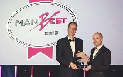 Nowy Opel Corsa oraz dyrektor generalny firmy Opel, Michael Lohscheller, otrzymują nagrody w konkursie AUTOBEST