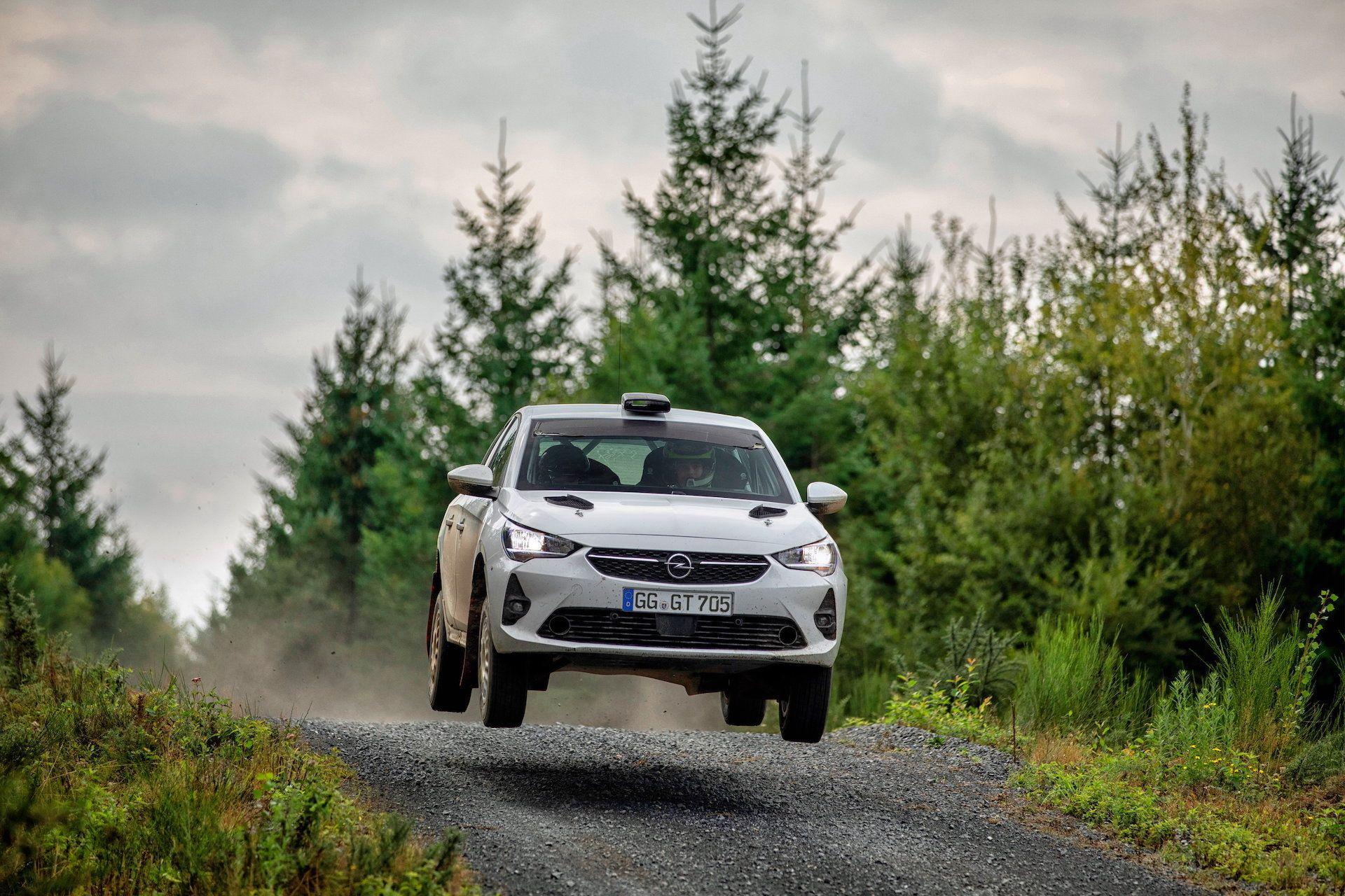 Opel Corsa Rally4 na linii startowej