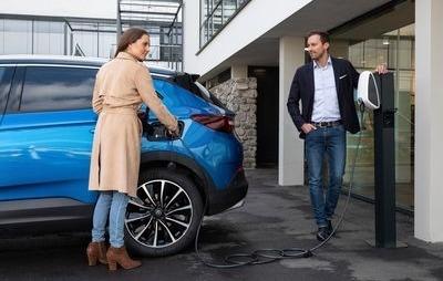 Opel Grandland X jako hybryda plug in z elektrycznym napędem na wszystkie koła